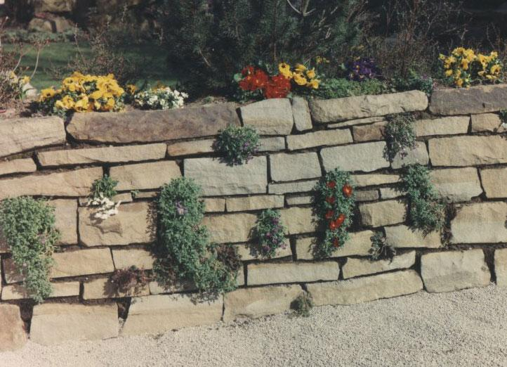 Construire un muret fleuri