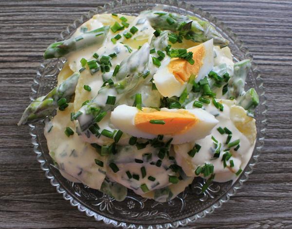 Salade allégée PDT asperges vertes oeufs durs et ciboulette