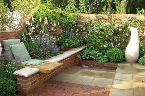 construction d'un muret fleuri de jardin