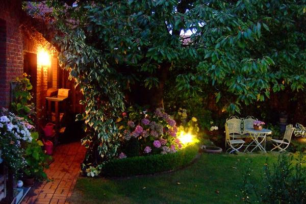 Jardin des soirs d'été - coin repas