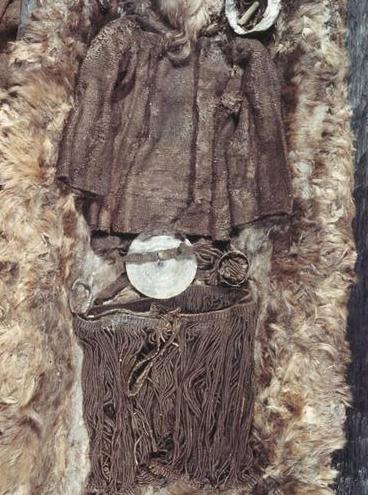 vêtement en laine  femme - Age de Bronze