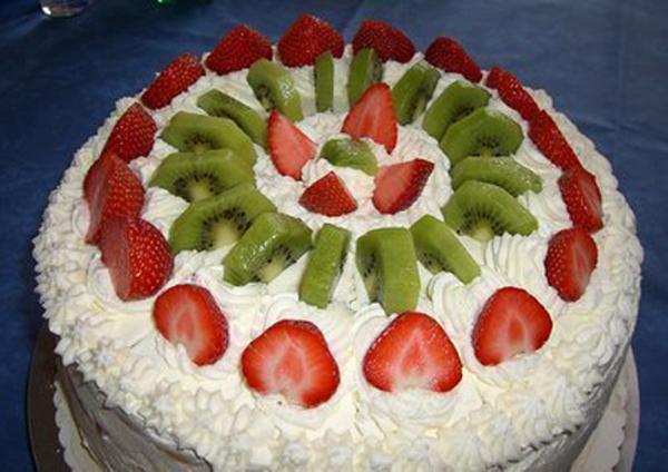 Gâteau crème de fraises et kiwis