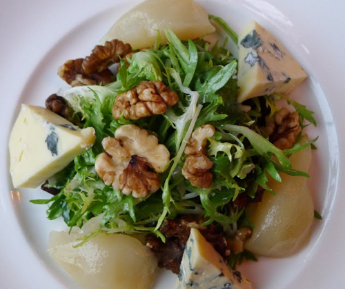 Salade poire fromage noix
