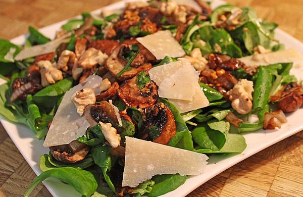 Salade aux champignons grillés noix et parmesan