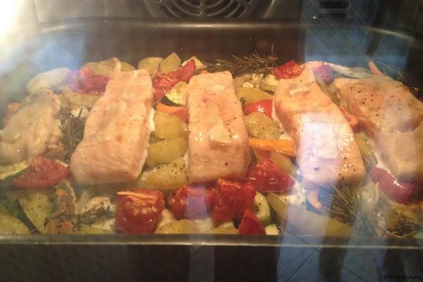 photo 2 - saumon et légumes en cuisson