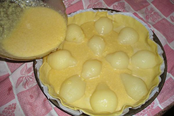 Préparation du gâteau poire amandine