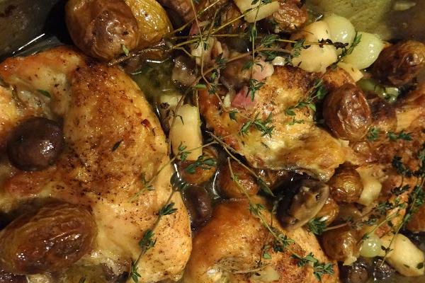 Poulet en fricassée aux pommes de terre et oignons nouveaux