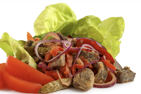 Salade de boeuf au paprika et cornichons