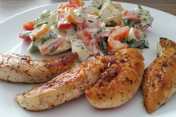 Filets de poulet, salade  fraiche de légumes