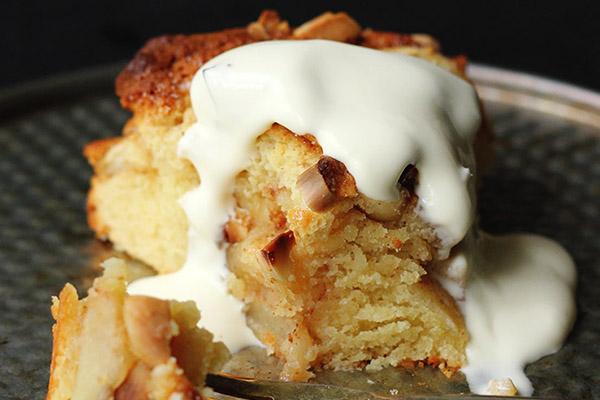 Gâteau renversé aux pommes et crème