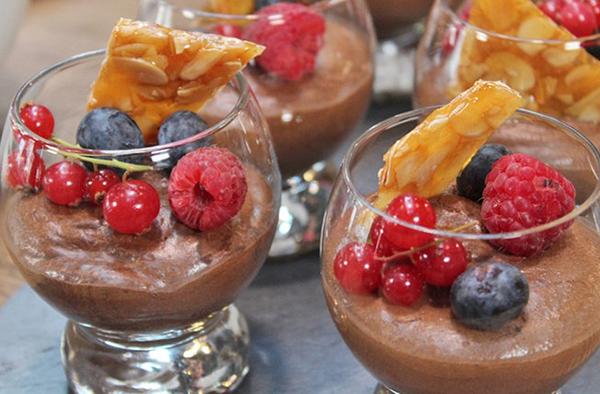 Mousse au chocolat, fruits rouges et biscuit florentin
