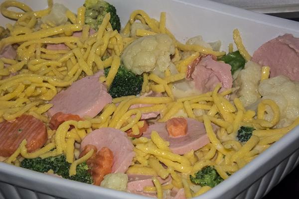 Préparation du plat avec légumes surgelés