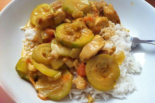 Poêlée de poulet courgettes sauce curry