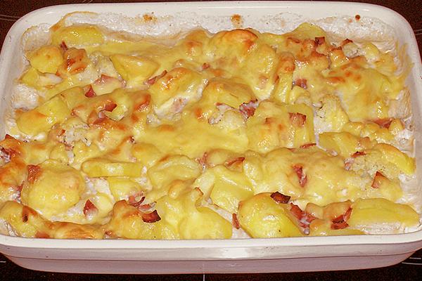Gratin de chou-fleurs pommes de terre lardons au Reblochon