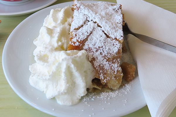 Apfel strudel avec chantilly