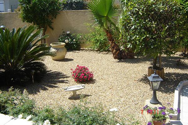 Jardin de graviers  ( sud de la France )
