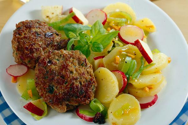 Fricandeaux de porc avec salade de PDT et radis