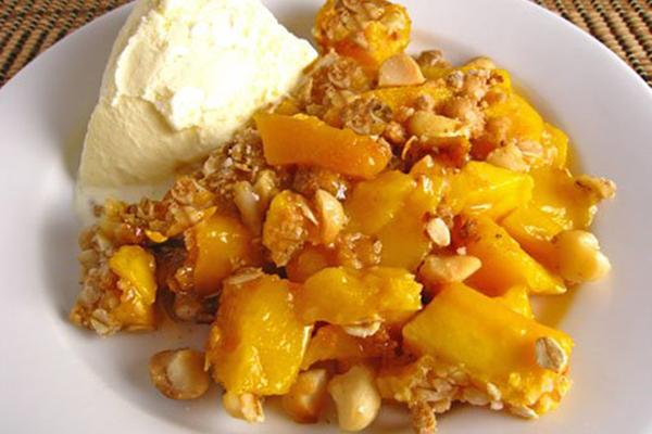 Crumble mangue ananas cacahuètes