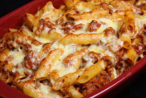 Pâtes à la viande sauce tomate et mozzarella