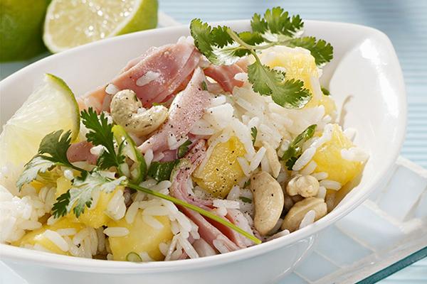 salade de riz au jambon, ananas et haricots blancs