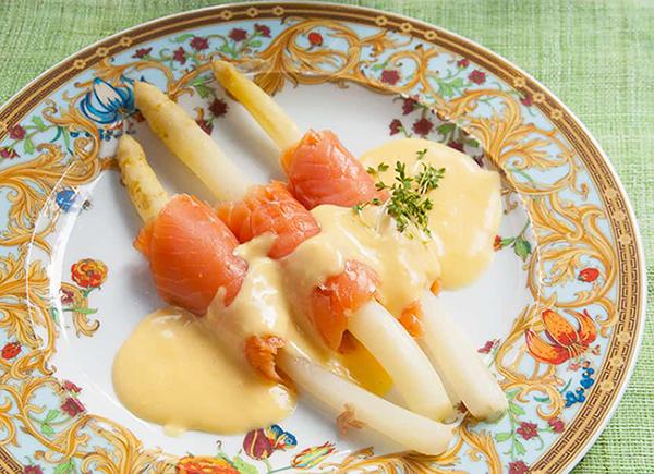asperge saumon fumé sauce hollandaise