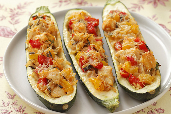 Courgettes en gondoles, poulet riz tomate, et gratinées.