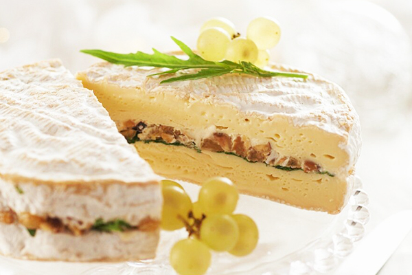 Camembert farci aux fruits secs et oléagineux
