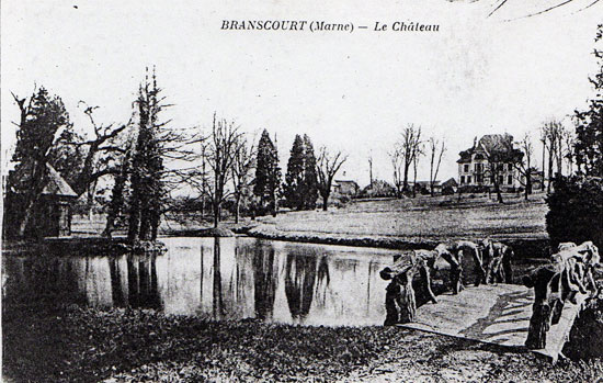 Nouveau château vu du parc après guerre 14-18