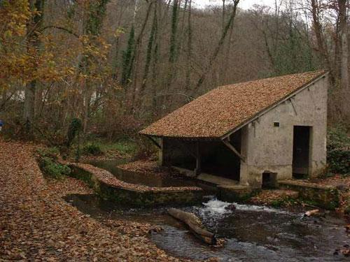 Lavoir de Maincourt (1204) restauré
